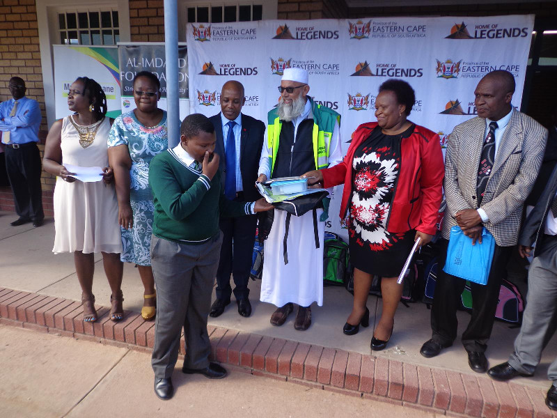 Each identified learner receives a school bag, lunch tin and juice bottle from the Al-Imdaad Foundation team