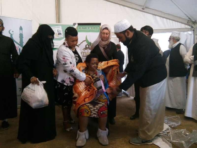 The distribution with Mrs Chohan addressed the community of Cedara who were living around the Madrasah An-Nur facility