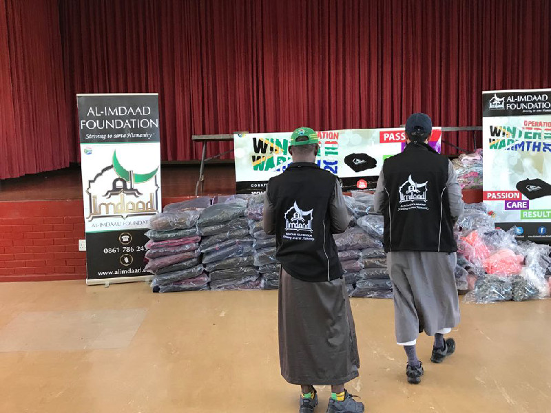 Teams distributed blankets to needy families from the Stonebridge locality in Phoenix