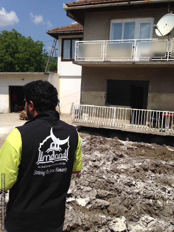 The Al-Imdaad Foundation's relief teams headed by Abdul-Ahad Mia, trustee of Foundation's UK office, responded to the recent floods in Baltic region. The teams assisted in the cleaning up process and also conducted a door to door assessment and then delivered the aid to the homes of the recipients.